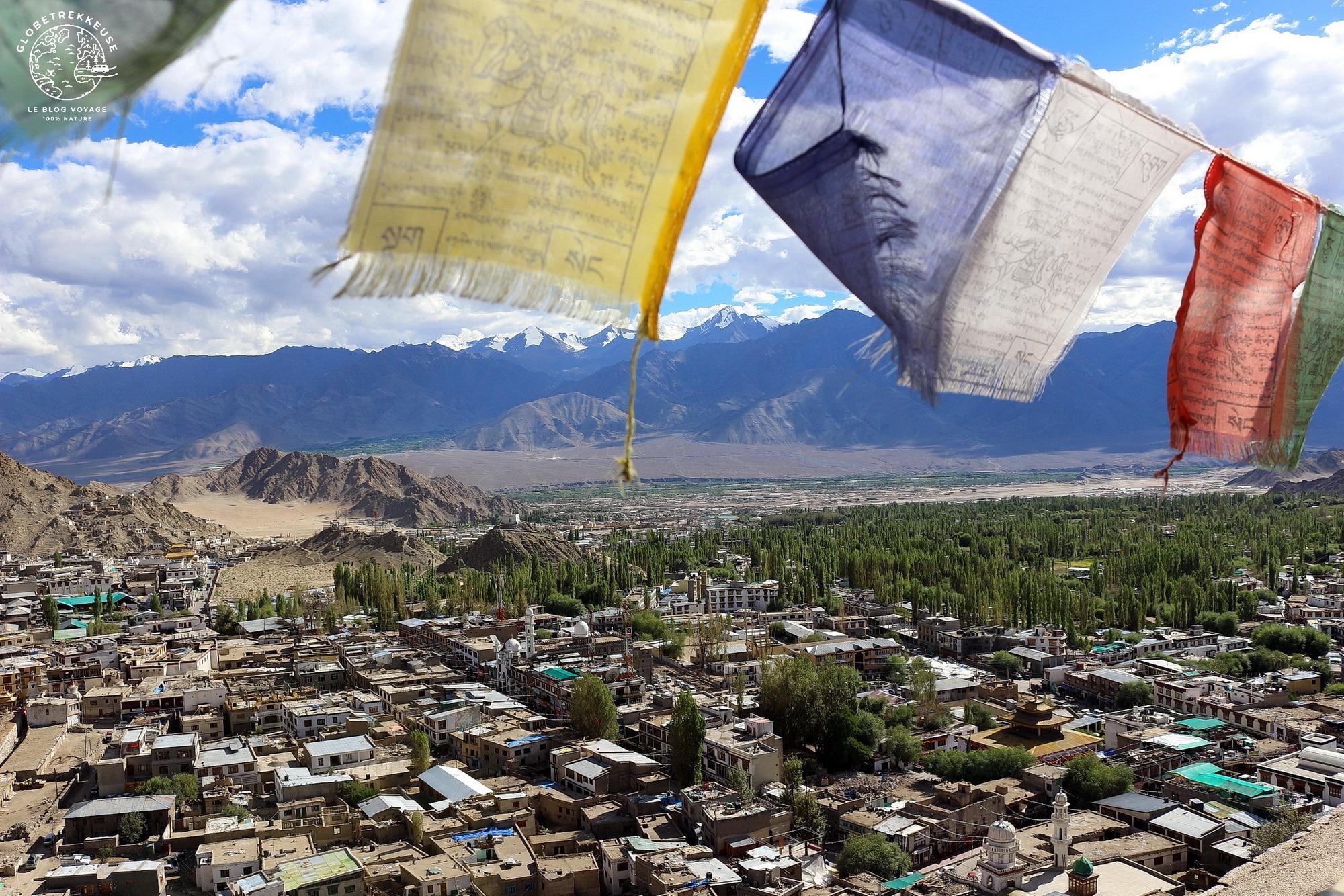 sejour au ladakh leh drapeaux