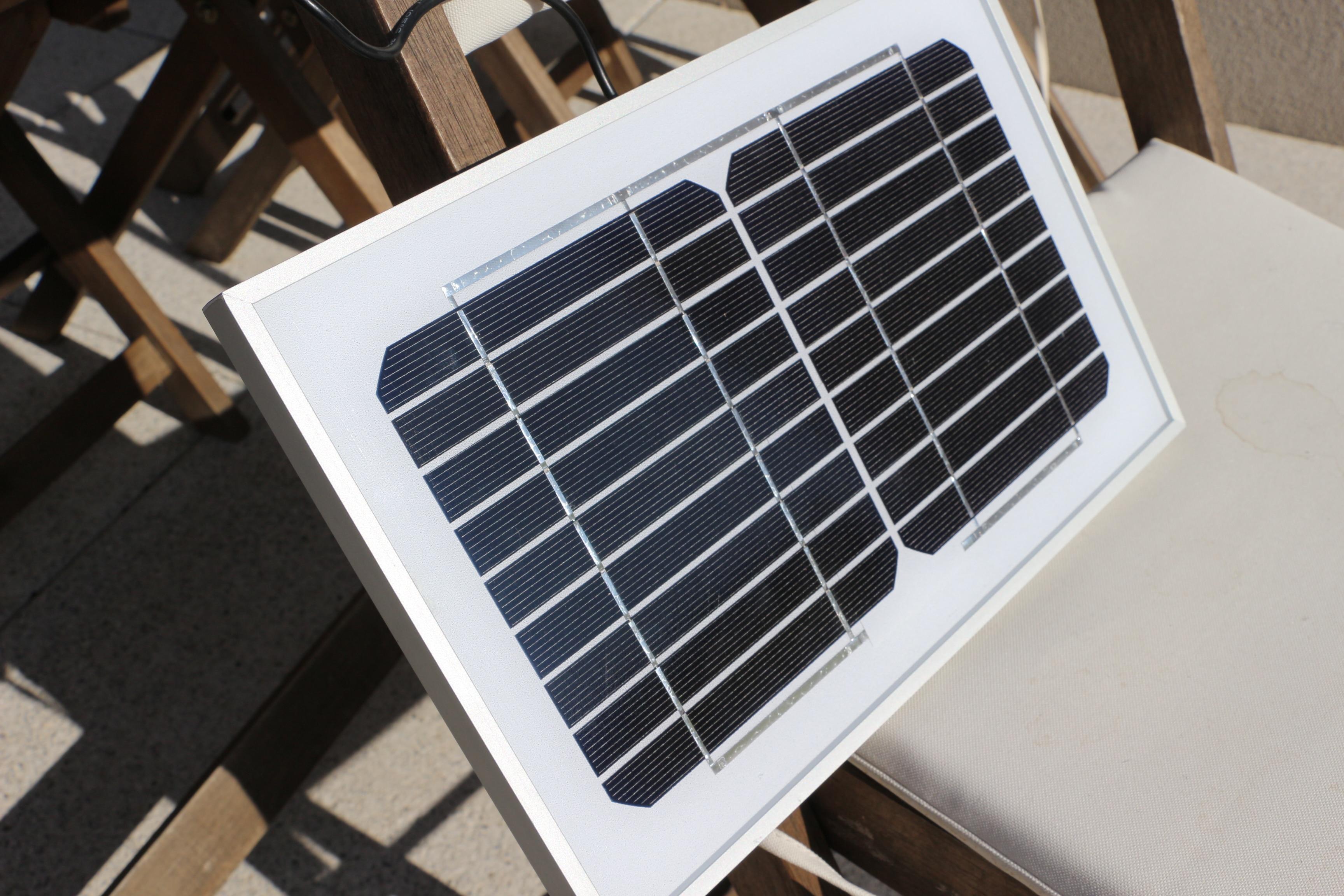 globetrekkeuse blog voyage nature lectricit solaire le kit pour cocitoyen d butant. Black Bedroom Furniture Sets. Home Design Ideas