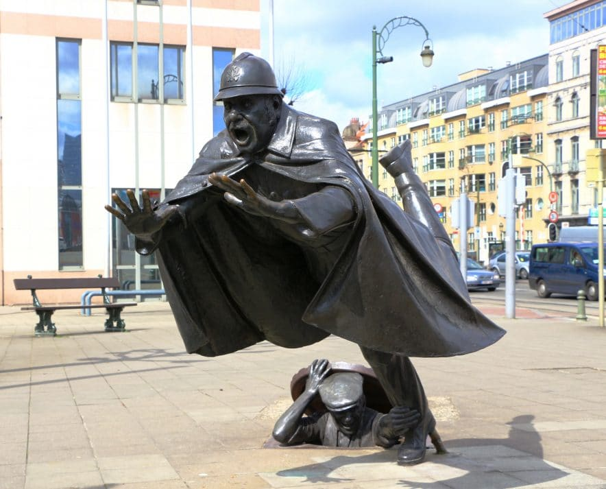 bruxelles insolite statue policier