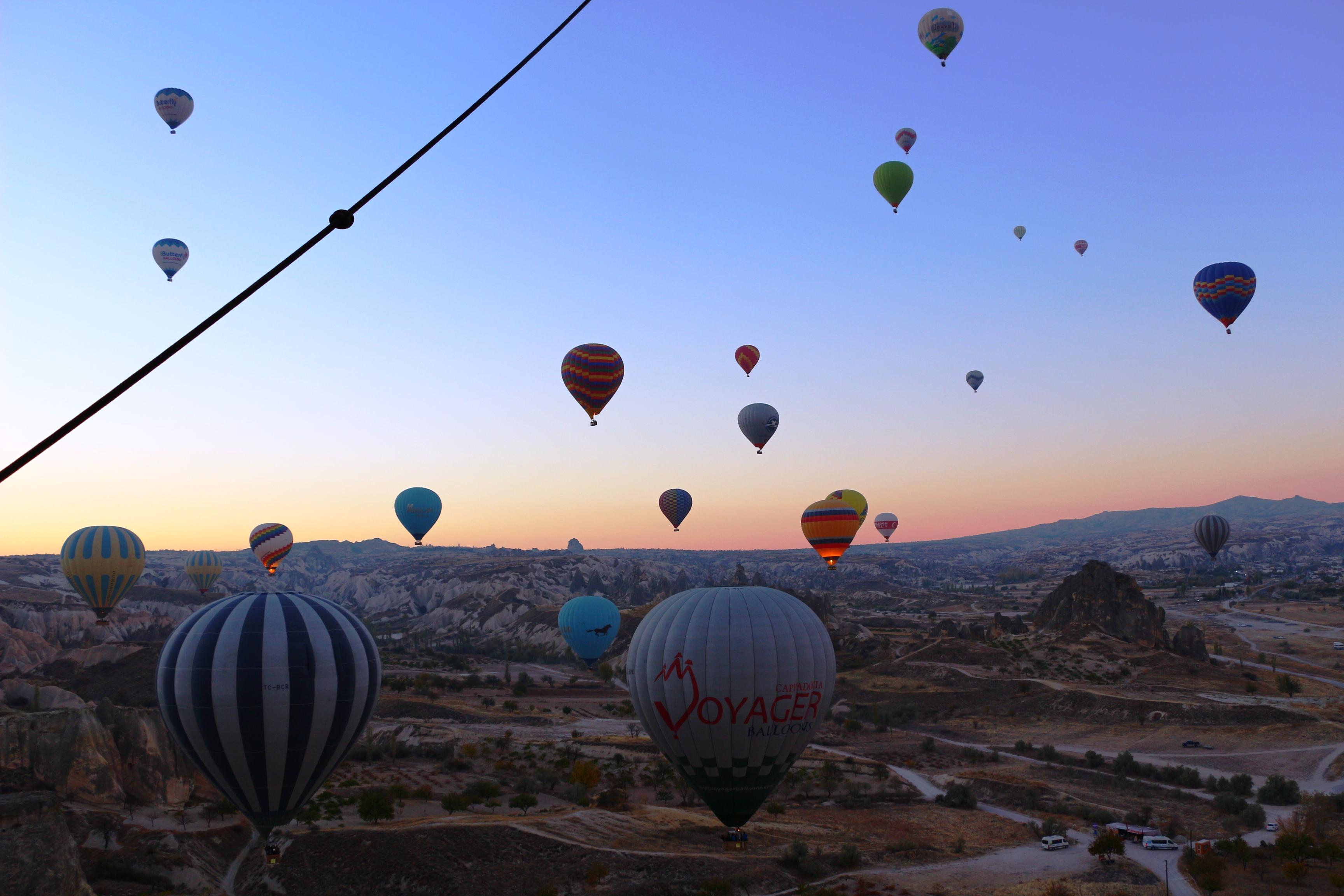 montgolfiere en cappadoce ensemble