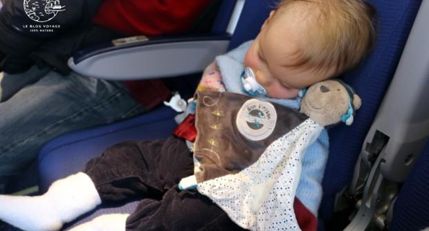 Prendre l'avion avec bébé, 6 conseils pour réussir son vol !