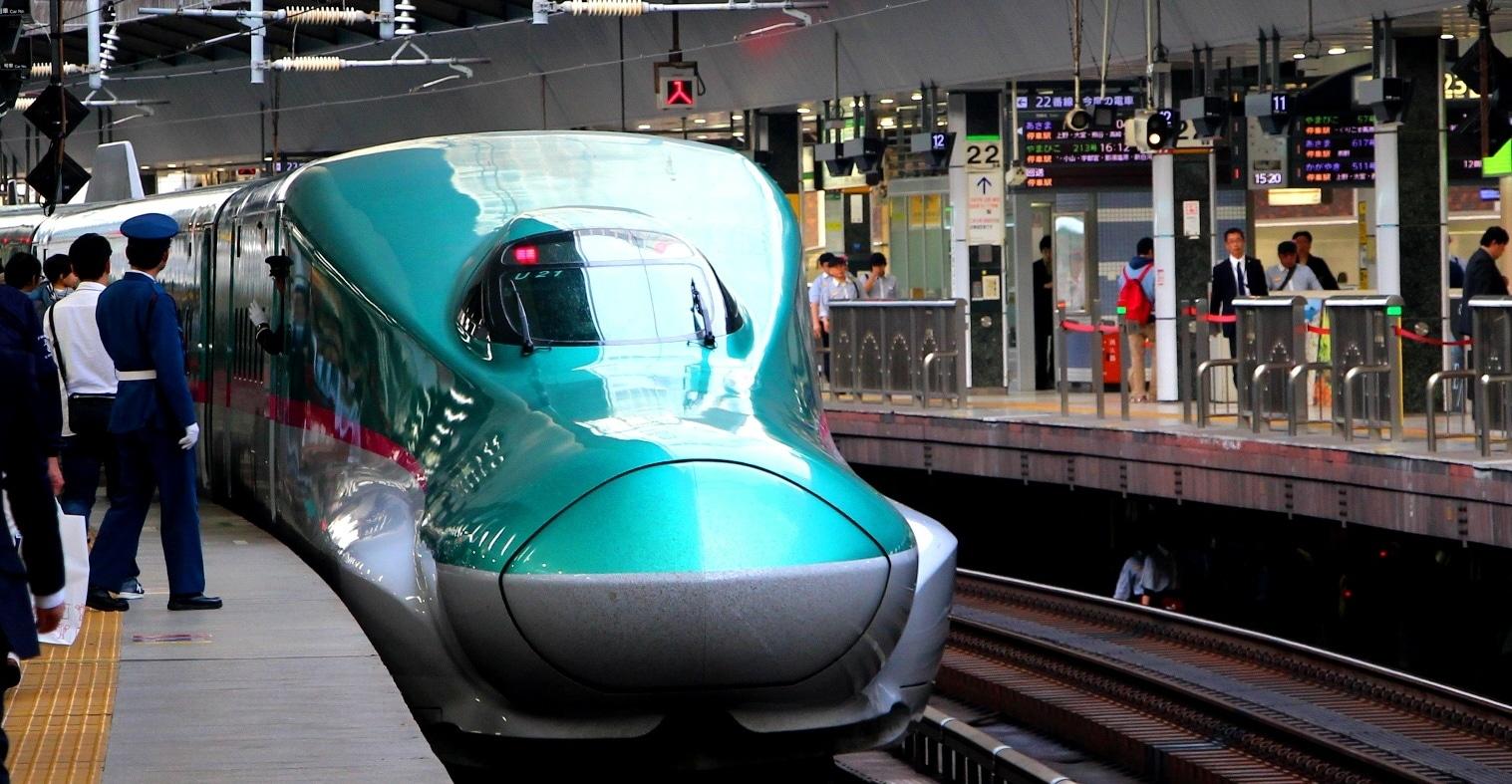 japon shinkasen hokuriku train