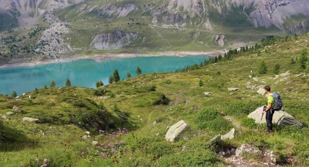 Randonnée à Salanfe (Suisse), cirque glaciaire entre lac et montagne