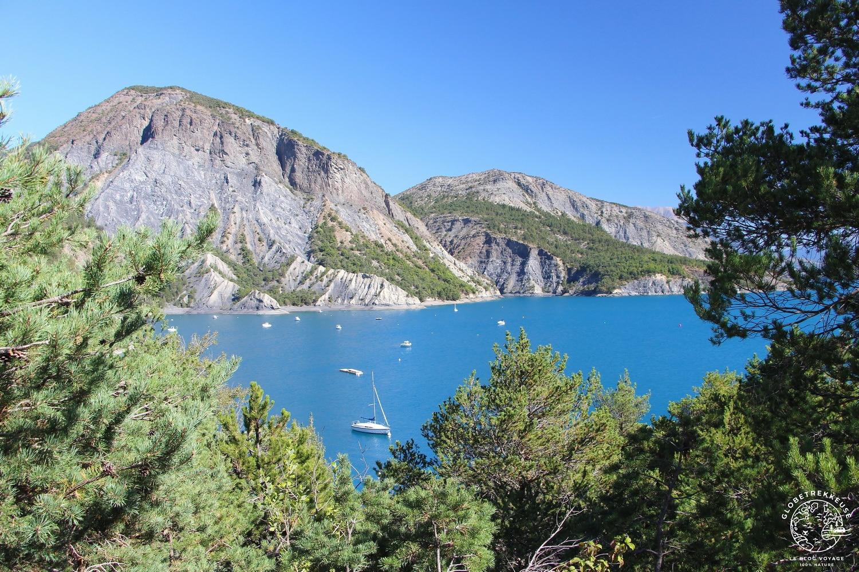 montagne au-dessus du lac de Serre-Ponçon