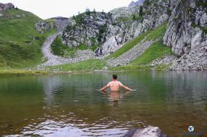 randonnee-salanfe-lac-montagne